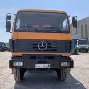 Camion Mercedes Benne vue de face