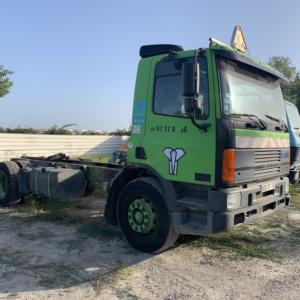 Camion DAF vert vue de profil